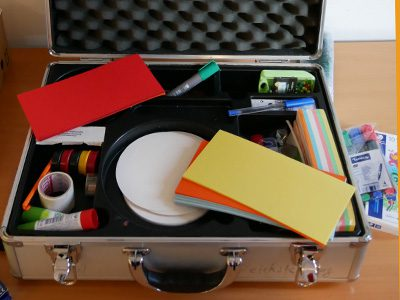 Moderationskoffer mit Karten und Stiften
